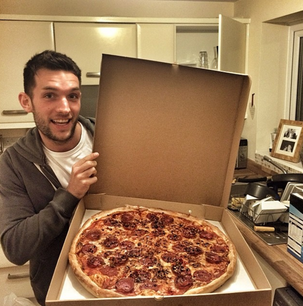 This Guy Travels Around The World Eating Pizza, His Life Looks Amazing Screen Shot 2016 01 29 at 12.31.59