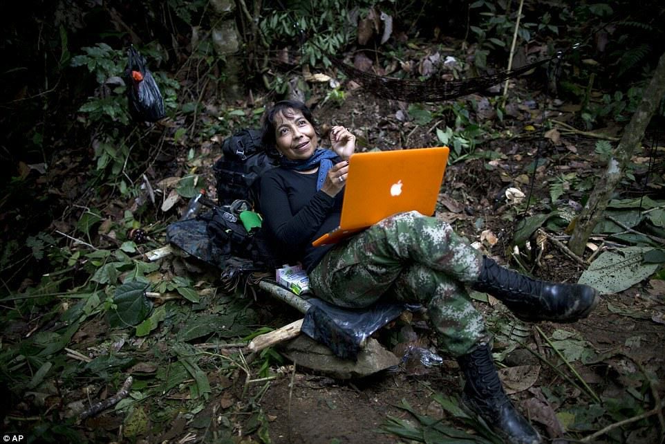 These Incredible Rare Photos Show Life Inside A FARC Jungle Camp farc3
