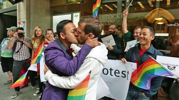 hi bc gay rights 852 1 Russia To Vote On Banning Gay People From Kissing In Public