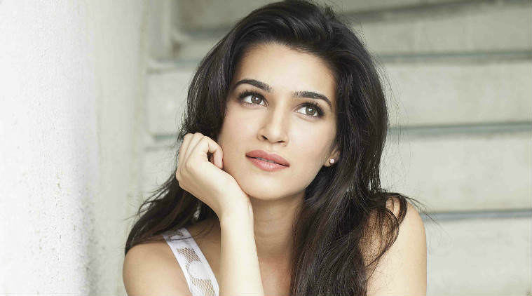 kriti sanon 759 1 Man Watching Bootleg Film On Plane Was Unknowingly Sat Next To Star Of It
