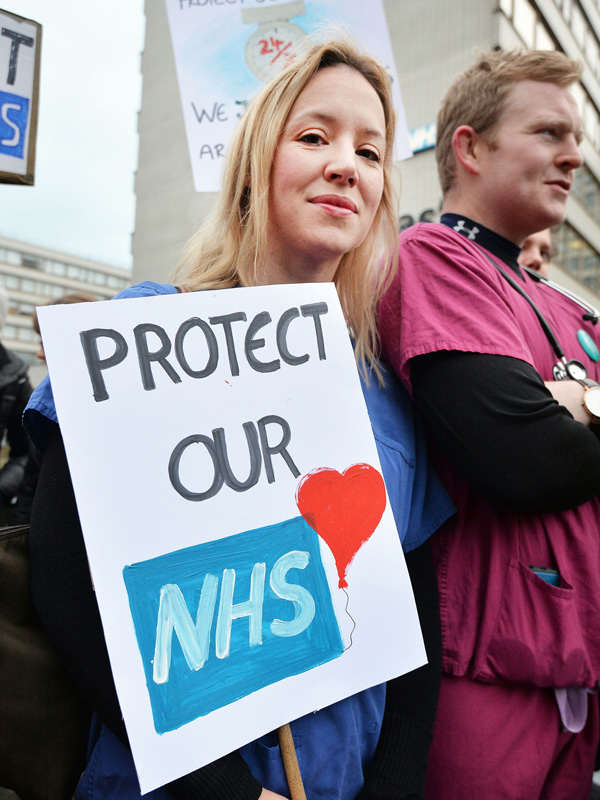 Jeremy Hunt Forces New Contract On Junior Doctors To End Pay Row Junior doctors on strike February 10 2016
