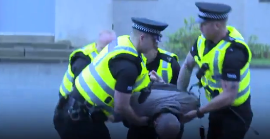 Screen Shot 2016 02 02 at 10.07.11 U.S. Police React To How Scottish Police Deal With Criminals Without Shooting Them