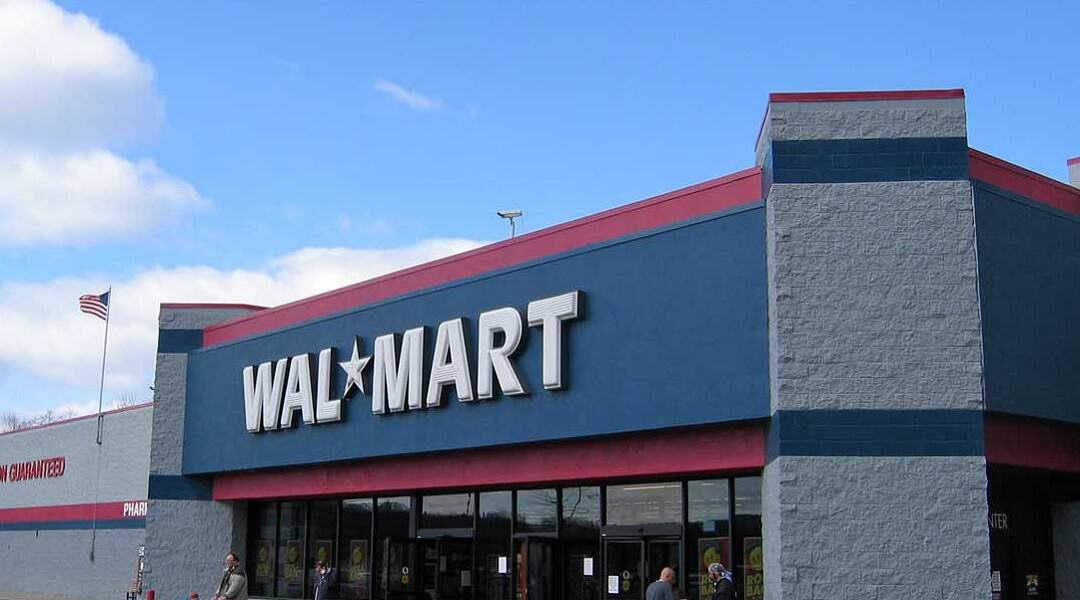 walmart store Guy Pees Himself After Attempt To Steal Video Games Goes South