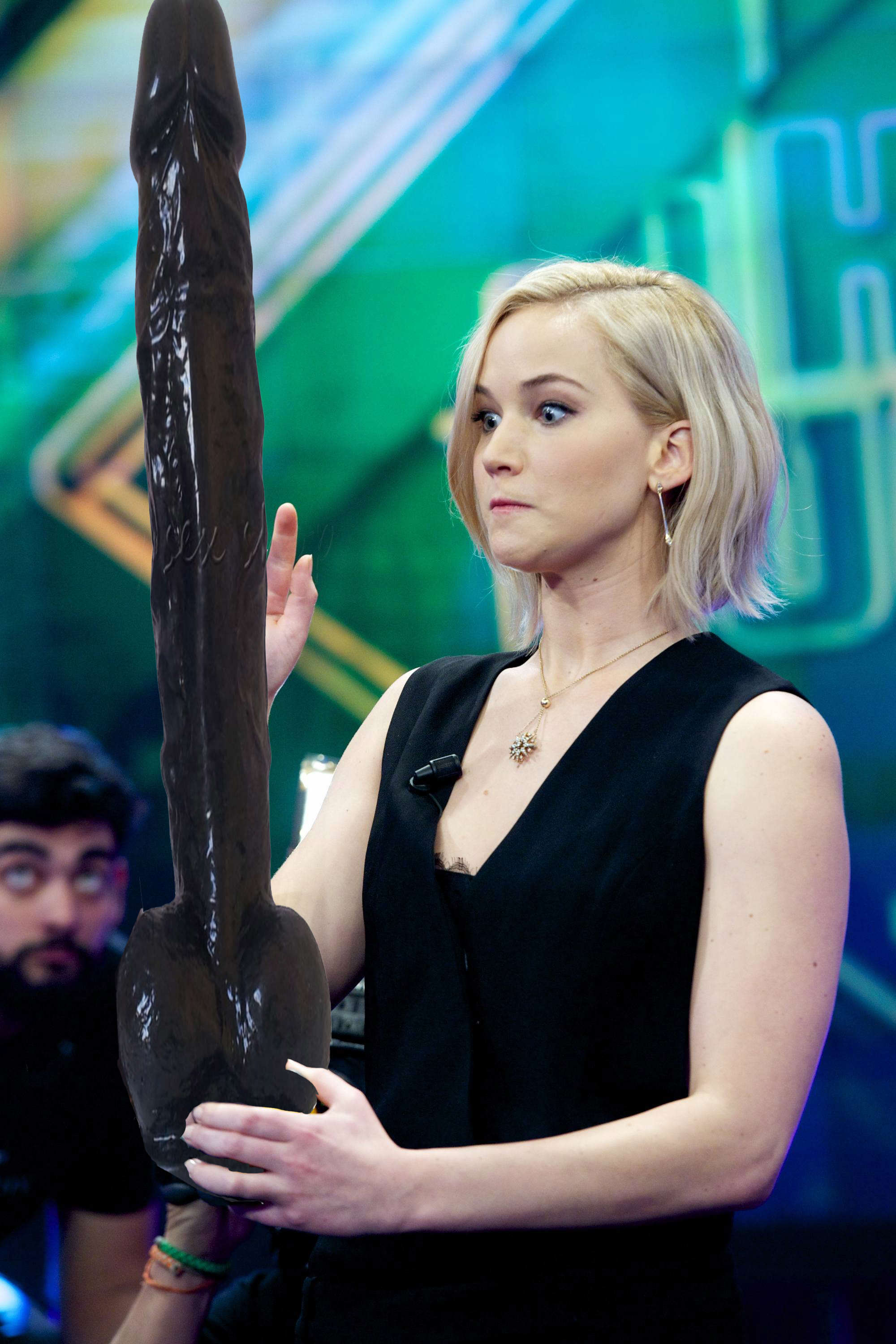 jlaw13 Photoshop Battle Of Jennifer Lawrence Holding A Tape Measure Is Genius