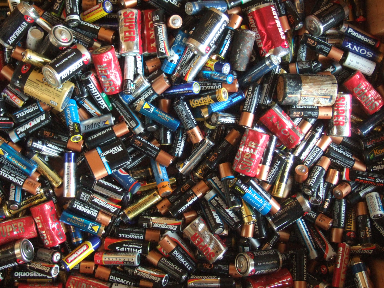 Scientists Accidentally Figure Out How To Make Phone Batteries Last Forever Electric batteries