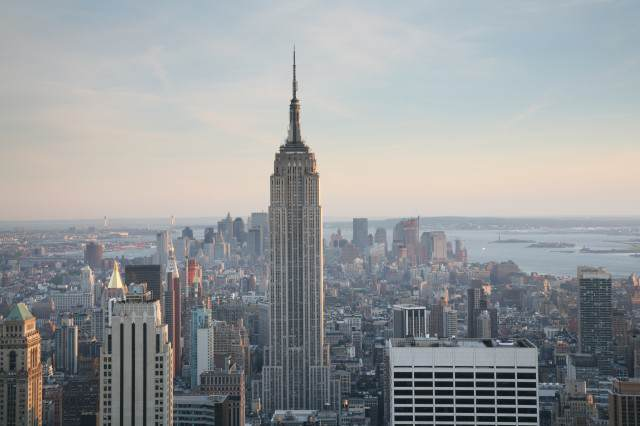 NYC Empire State Building 640x426 Cloaked Alien Ship Seen Hovering Near Empire State Building