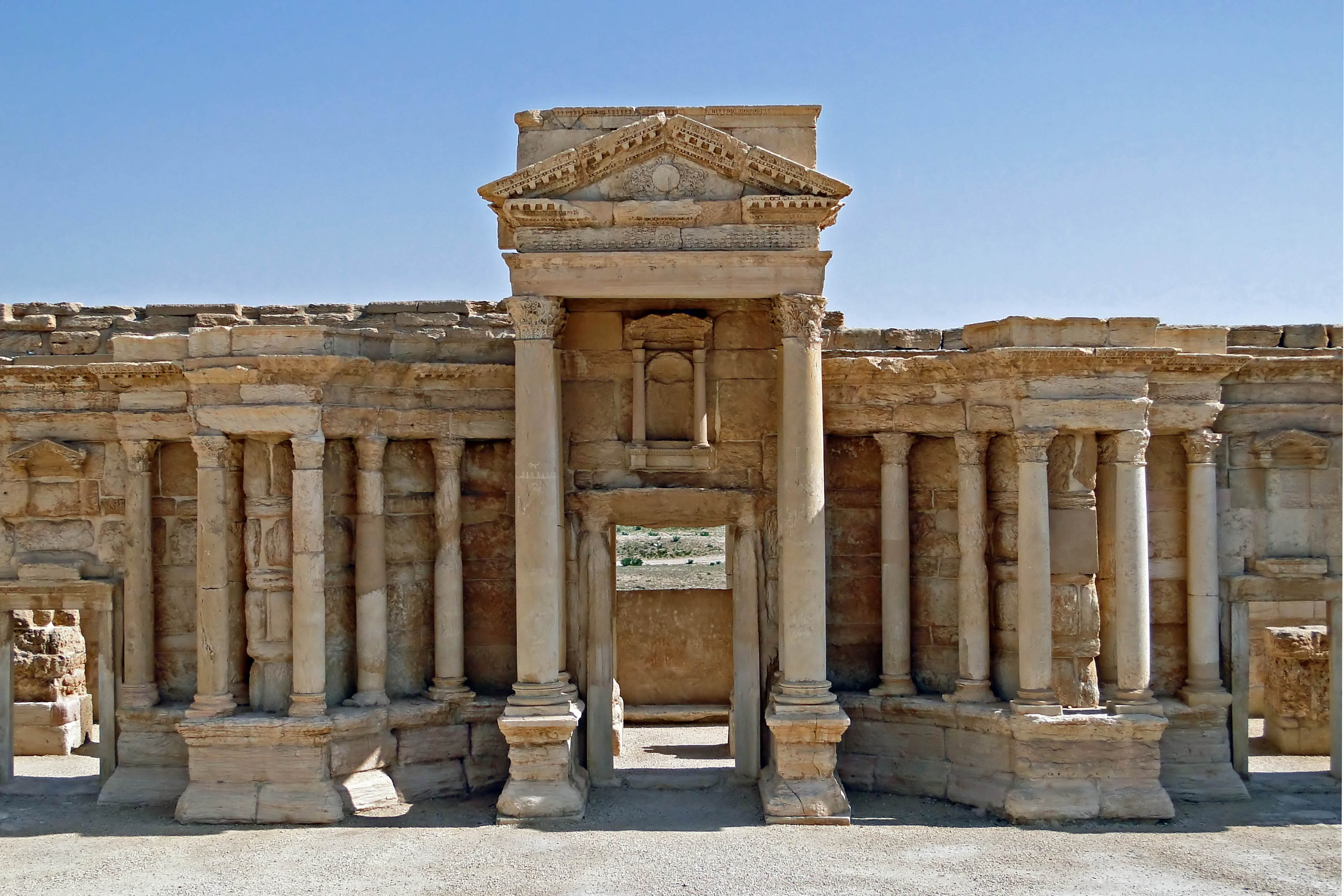 Roman theatre of Palmyra 05 Shocking Photos Show How An Ancient City Was Destroyed By ISIS