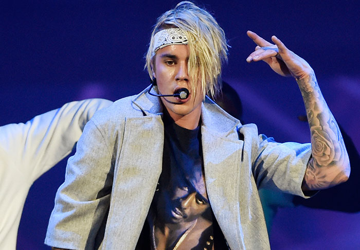 bieb1 2 Justin Bieber Sends Fans Into Meltdown After Getting New Hairdo