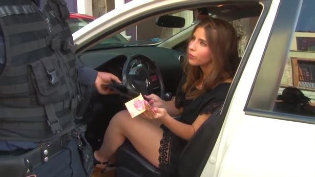 Woman Tries Bribe Police With £4, Flashes Bum, Becomes Viral Superstar bribe2