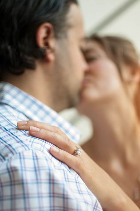 kissing couple 1149141 960 720 People Who Cheat On Their Partners Reveal What Makes Them Stray