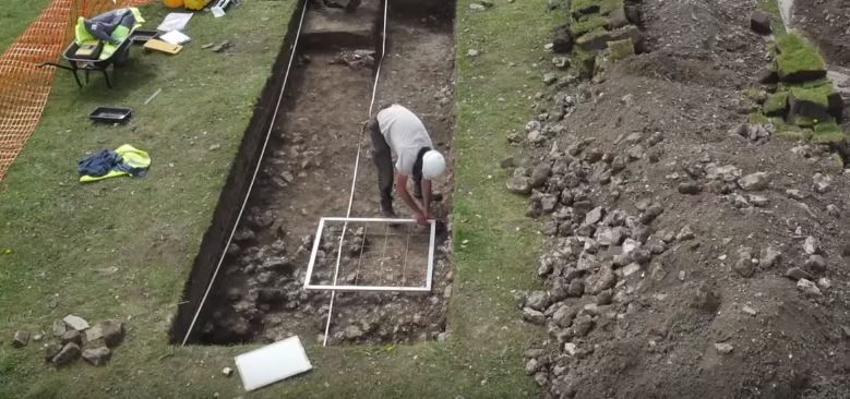 Man Accidentally Finds 1,400 Year Old Roman Villa In His Garden villa2