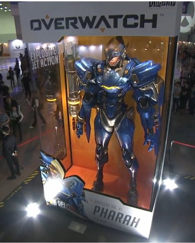 1769363 650x Awesome Giant Overwatch Figures Spring Up Worldwide