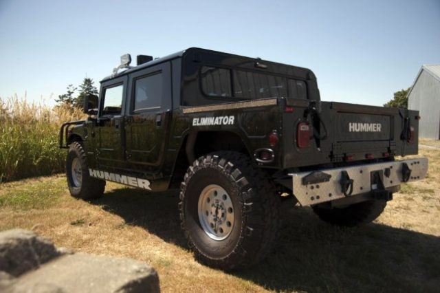 2231b18057273fb384797f430470d558 640x426 Tupacs Hummer Is Being Auctioned For Ridiculous Money