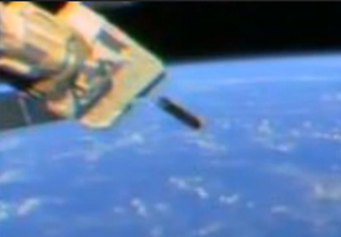 Orbital Space Weapon Spotted Flying Past International Space Station iss4