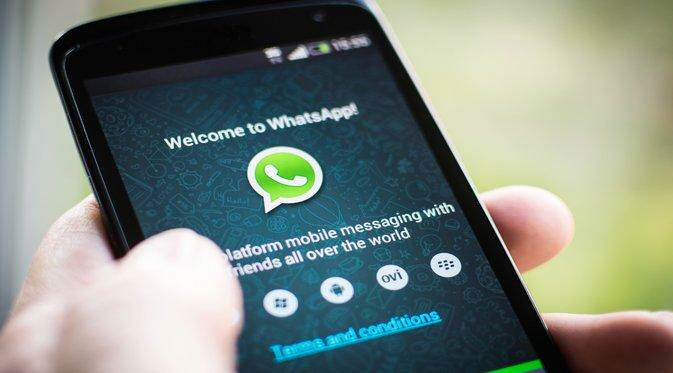 whatsapp apple 1 What Is WhatsApp Gold And Why Shouldnt You Download It?