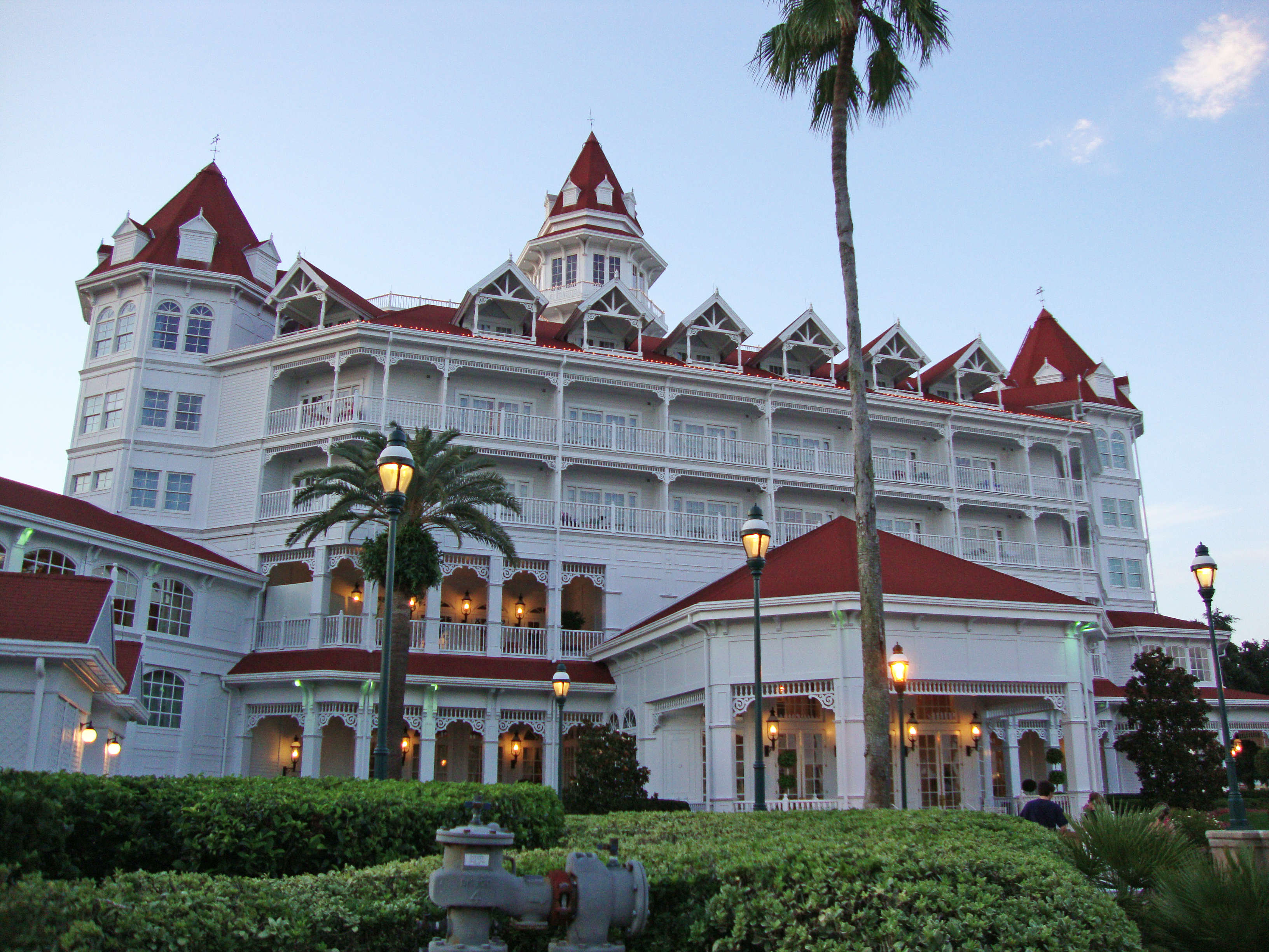 Disneygrandfloridian Alligator Drags Toddler Into Lagoon At Disney World Resort