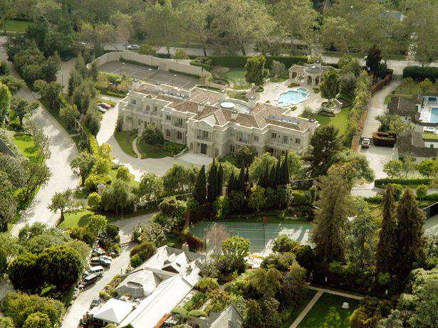 Playboy Mansion 1 The Playboy Mansion Has Just Been Sold For A Ridiculous Amount