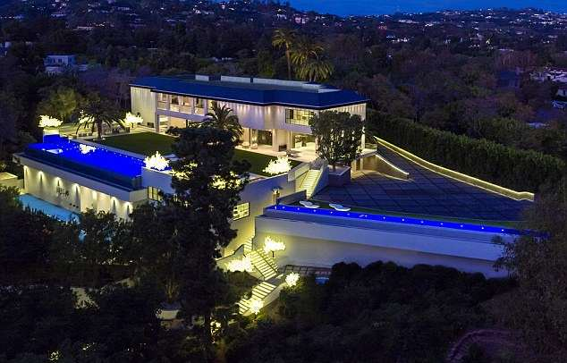 jay z house 6 A Look Inside Beyoncé And Jay Zs Incredible New $93 Million Home