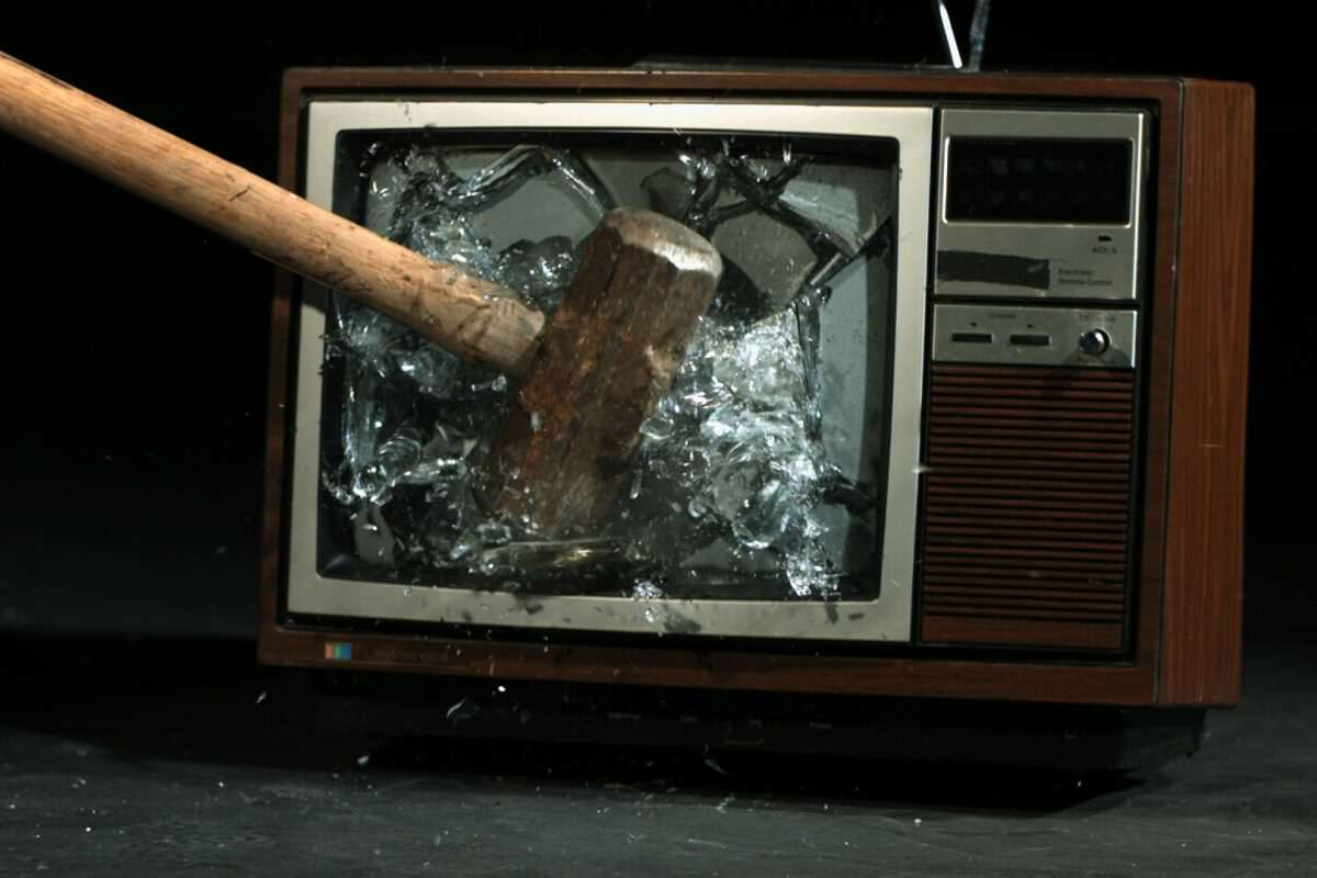 smashed tv 1 1 1200x800 These Brilliant TV Shows Should Never Have Been Cancelled