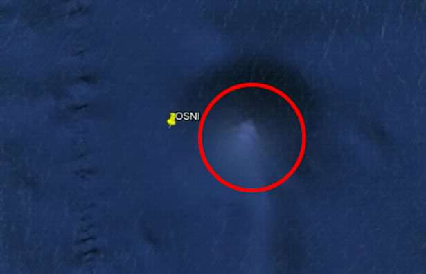 Mysterious giant pyramid spotted on the ocean floor City Sized UFO Found On Bottom Of Pacific Ocean