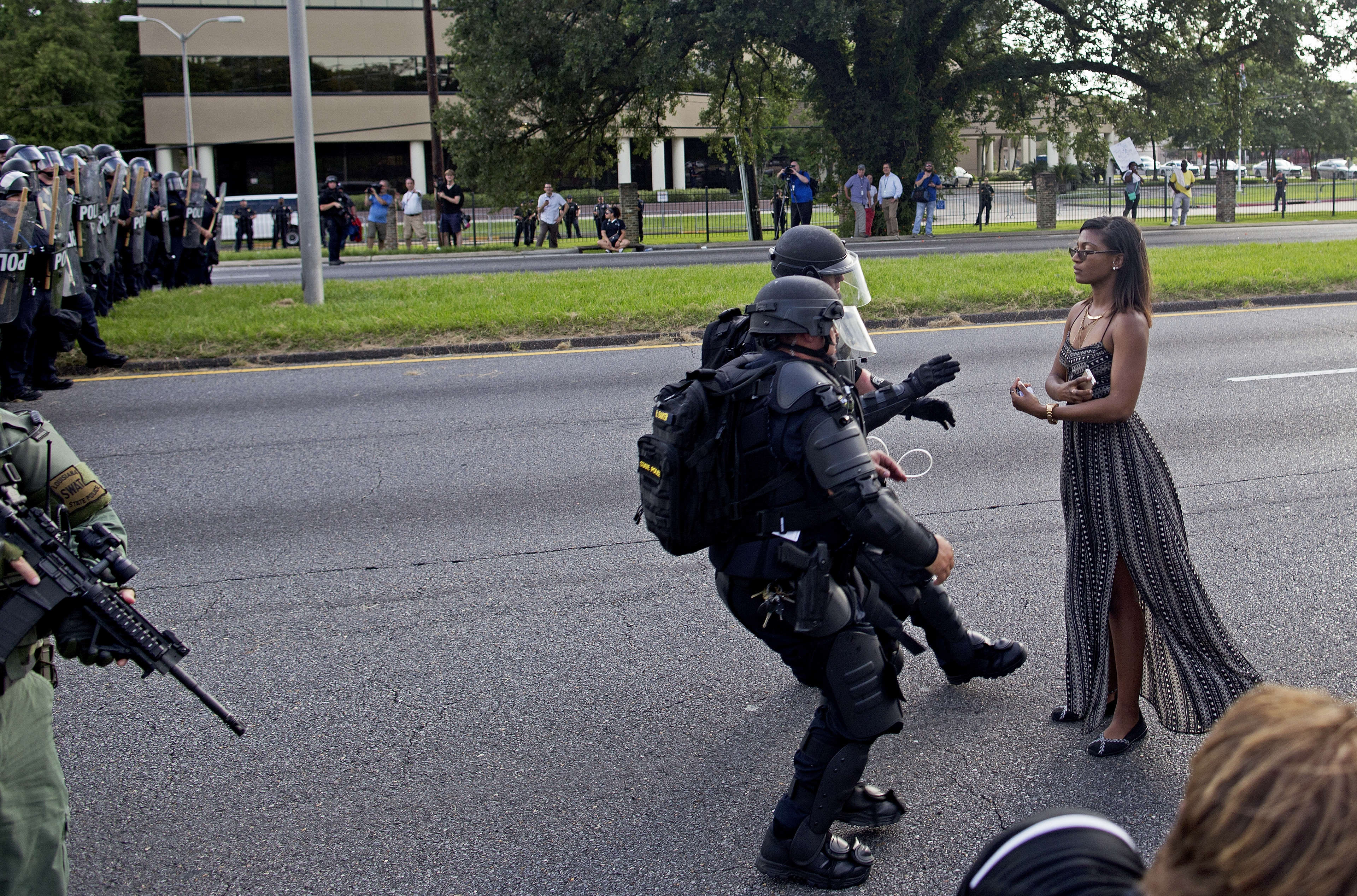 PA 28044969 This Photo Of A Protester In Baton Rouge Is Making Everybody Think