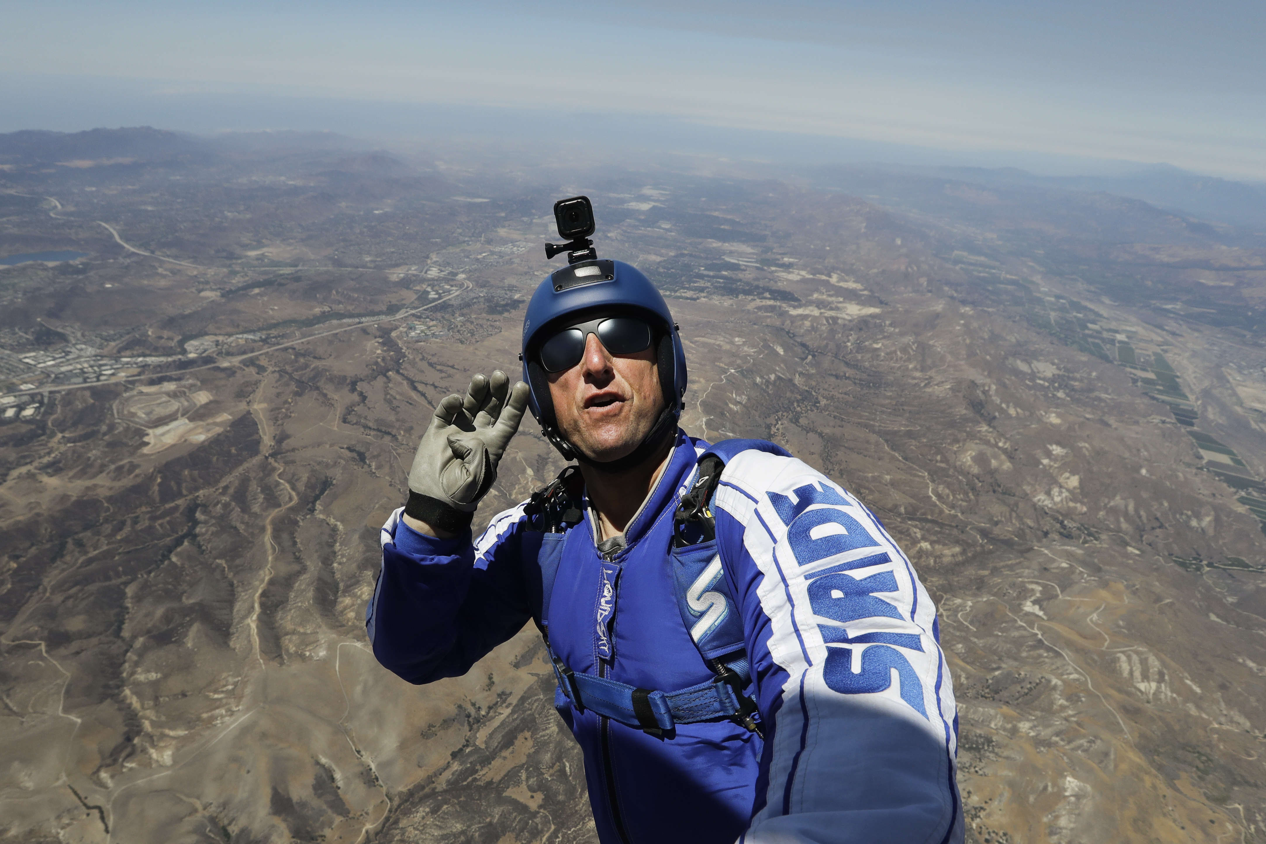 PA 28176089 This Absolute Maniac Just Jumped 25,000ft Out A Plane With No Parachute