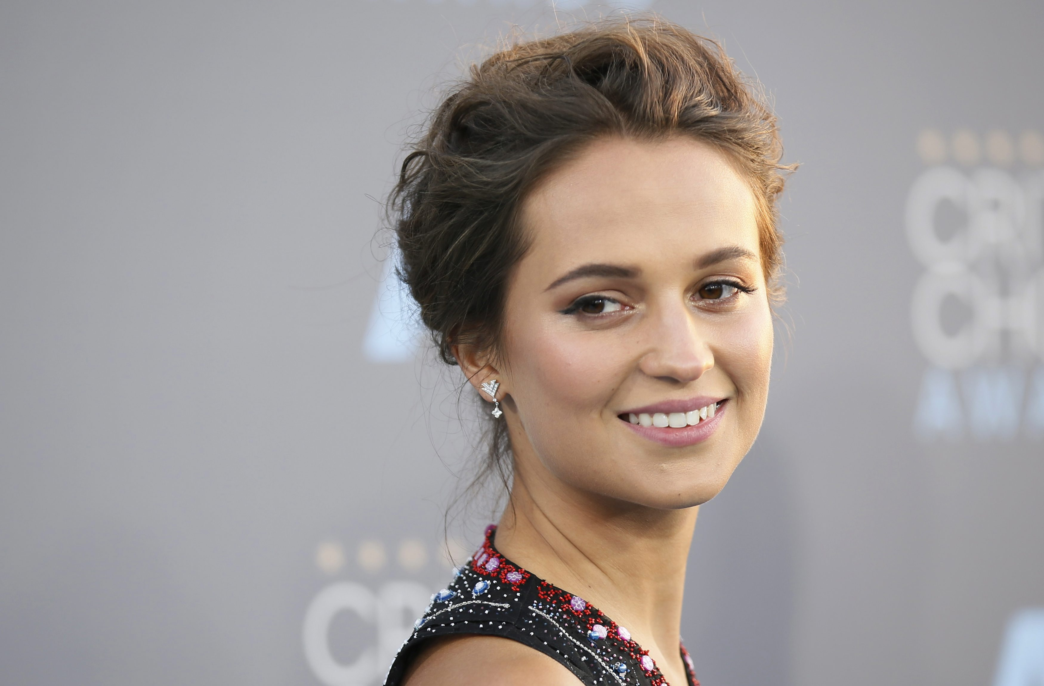 alicia vikander mary katrantzou at 2016 critics choice awards 3 Alicia Vikander Reveals New Info On Upcoming Tomb Raider Film