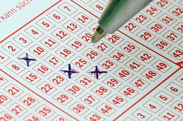 lotto 484782 960 720 640x426 Man Who Won £14 Million On Lottery Makes Surprising Decision