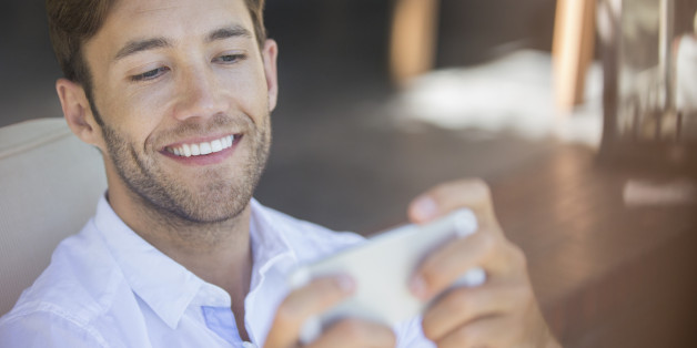 n GUY ON SMARTPHONE 628x314 Men Are Jizzing On Their Smartphones For A Good Reason