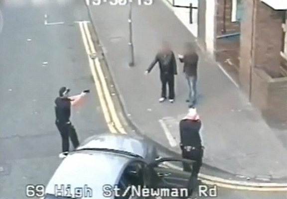 police bb WEB 1 Footage Shows UK Police Deal With Armed Suspect Without Shooting Him