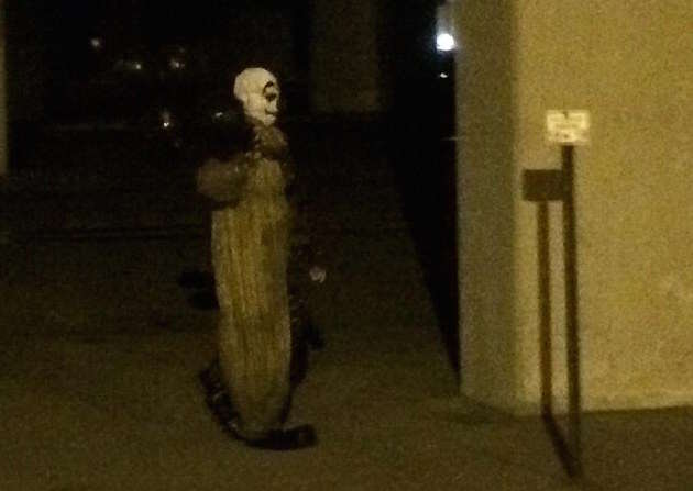 Another Creepy Clown Has Been Spotted Stalking Our Streets 36D0A0FC00000578 0 image a 112 1470166570657