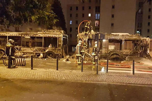 601302 Terrifying Footage Shows Bus Getting Blown Up By Molotov Cocktail In Paris