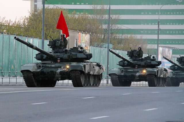 Modern T 90 tank of the Russian Army 640x426 Fears Of Russian Invasion As Putin Masses Tanks On Europes Doorstep