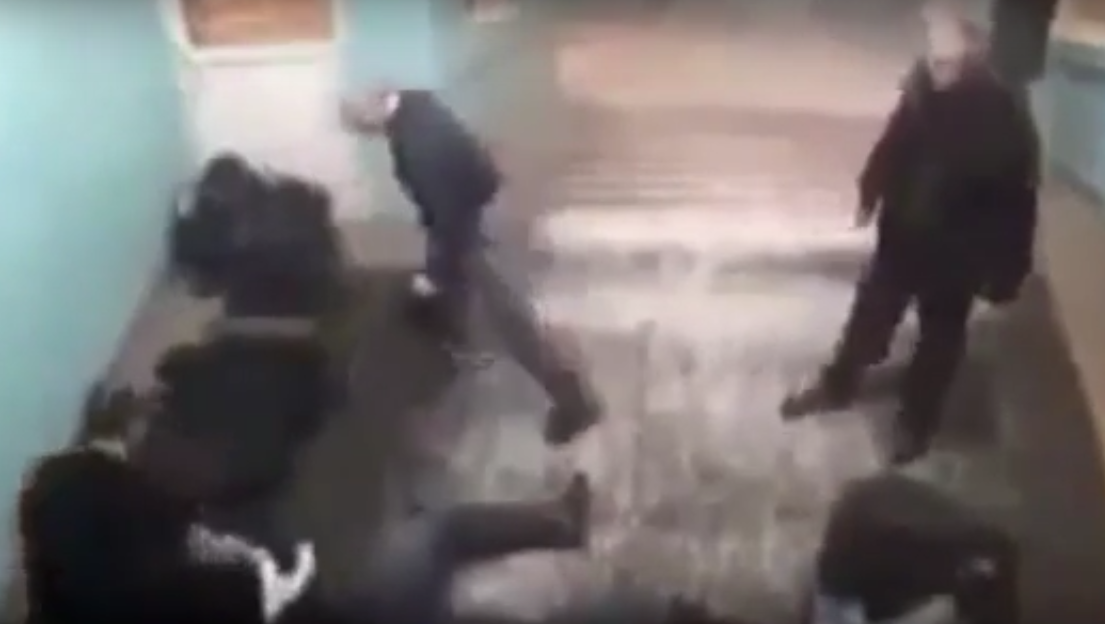 Epic Footage Shows Pensioner Take Out Whole Gang Of Muggers ljlll