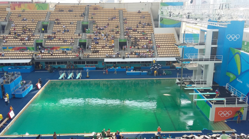 Organisers finally reveal why the olympic swimming pool turned green for Why does a swimming pool turn green