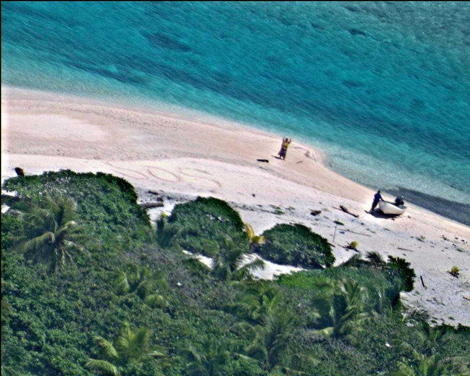 sos3 Sailors Rescued From Remote Desert Island Thanks To Hollywood Style SOS