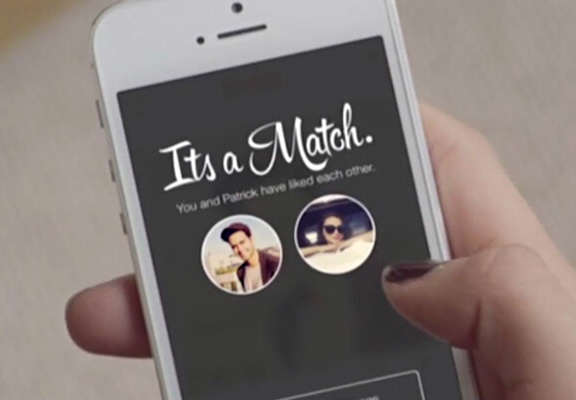 tinder featured Things Got Awkward When This Girl Matched With Two Friends On Tinder