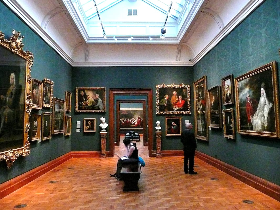 This Is How Easy It Is To Trick Experts And Make Millions From Fake Art 26818UNILAD imageoptim 2008 inside the National Portrait Gallery London Wikimedia Herry Lawford
