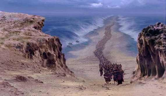 44752UNILAD imageoptim red sea1 Scientists Find Proof That Moses Actually Parted The Red Sea