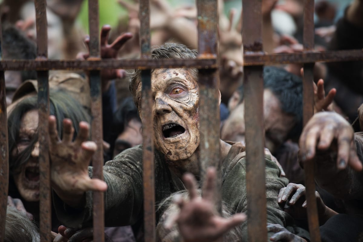 46686UNILAD imageoptim TWD 603 GP 0602 0282gn 1940x1294 Heres How To Survive A Zombie Apocalypse