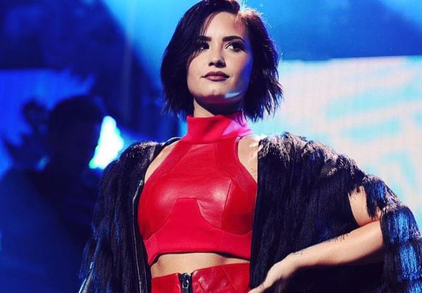 Demi Lovato Just Destroyed Fans Drawing Of Her As Naked Mermaid 8724UNILAD imageoptim DemiLovatoWEB