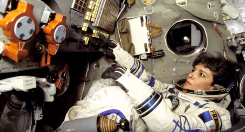 Female Astronaut Screamed Warning To Earth Before Attempting Suicide 109UNILAD imageoptim Astronaut warning FB