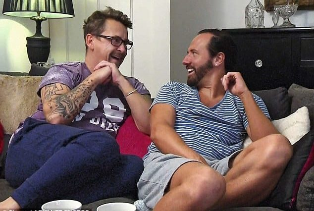 Heres How Much The Gogglebox Cast Actually Earn 2196UNILAD imageoptim gogglebox 1 634x426