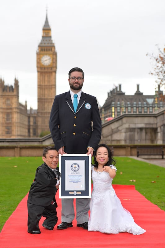 22822UNILAD imageoptim wedding2 This Couple Just Set A New Guinness World Record