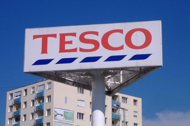 Hero Tesco Employees Rescue Son After He Was Kidnapped From Car 29312UNILAD imageoptim Tesco sign 640x426
