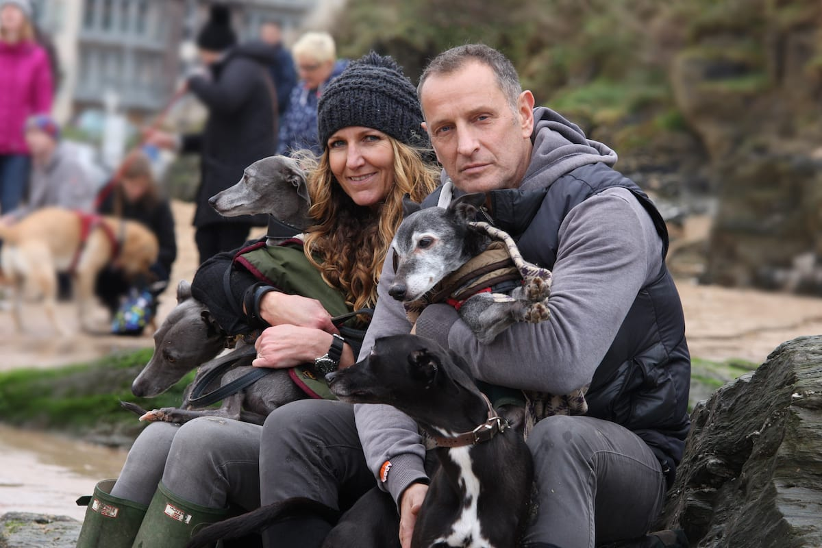 3005UNILAD imageoptim SWNS LAST WALK 15 Hundreds Turn Up To Take Dying Dog On Emotional Last Walk