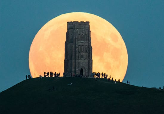 How To Photograph Tonight's Supermoon So It Doesn't Look Crap
