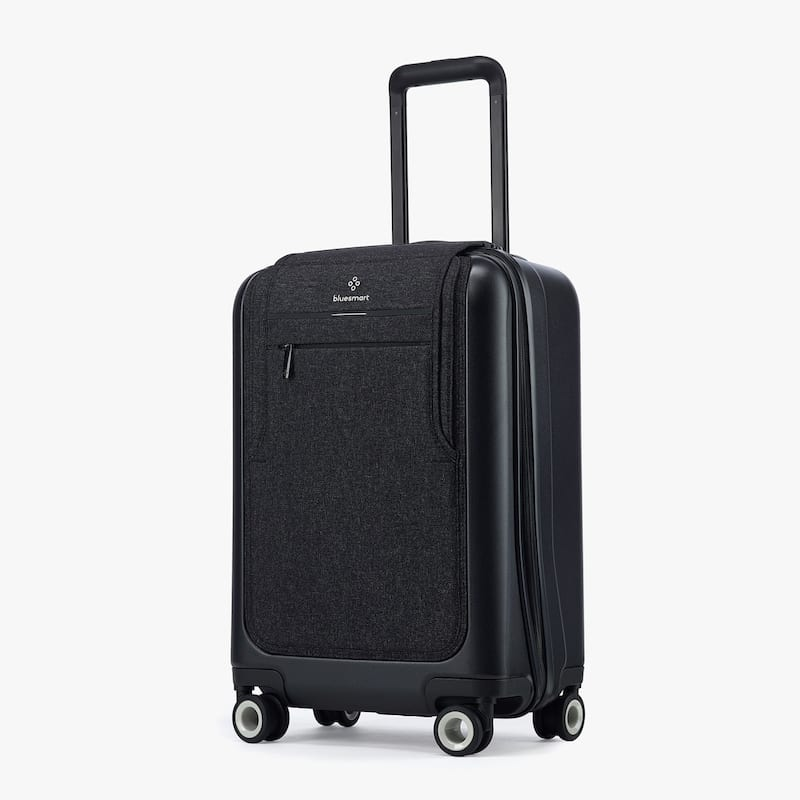 bluesmart black edition suitcase review charge your phone on the go. Black Bedroom Furniture Sets. Home Design Ideas