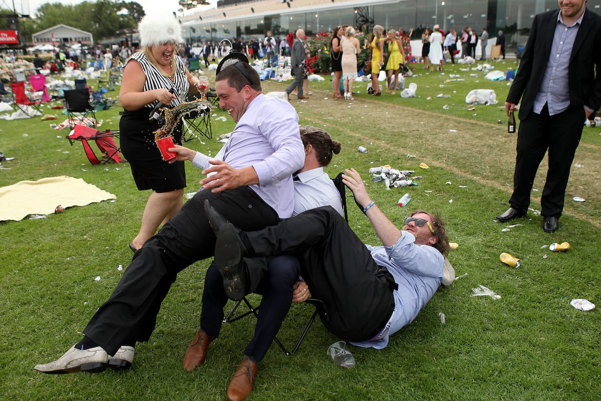 6971UNILAD imageoptim GettyImages 495431092 The Melbourne Cup Looks Like Absolute Drunken Debauchery