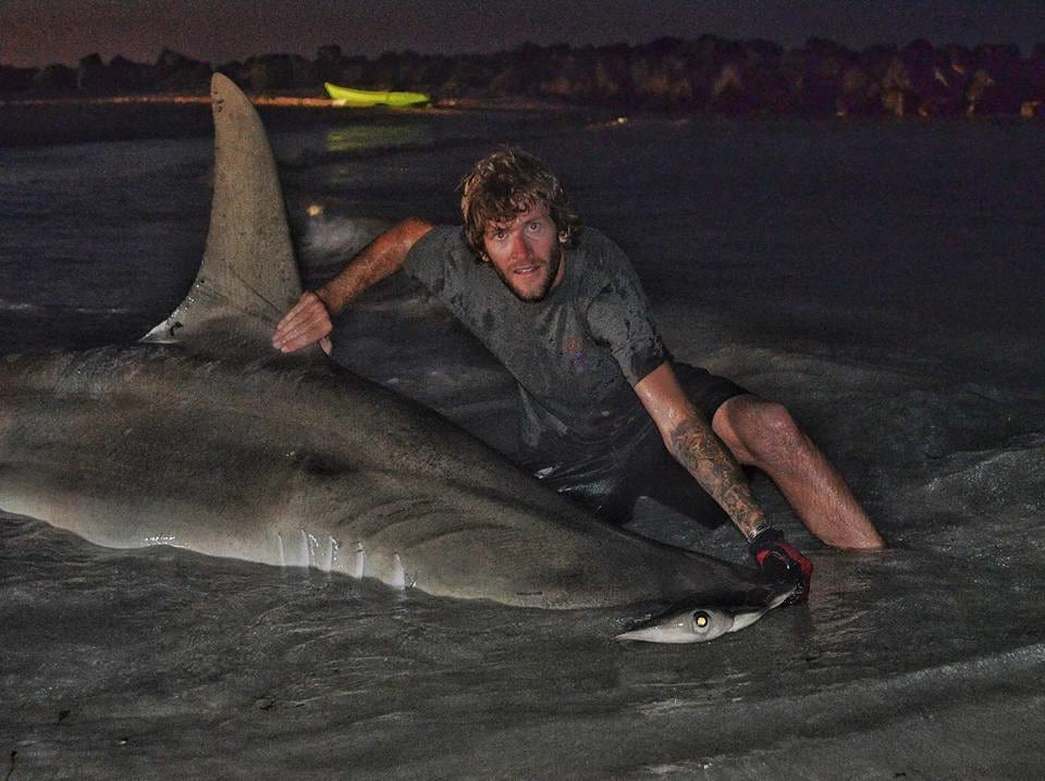 8616UNILAD imageoptim 14937229 338304176533310 2633898870470738672 n Aussie Fishermen Reel In The Largest Shark Ever Caught